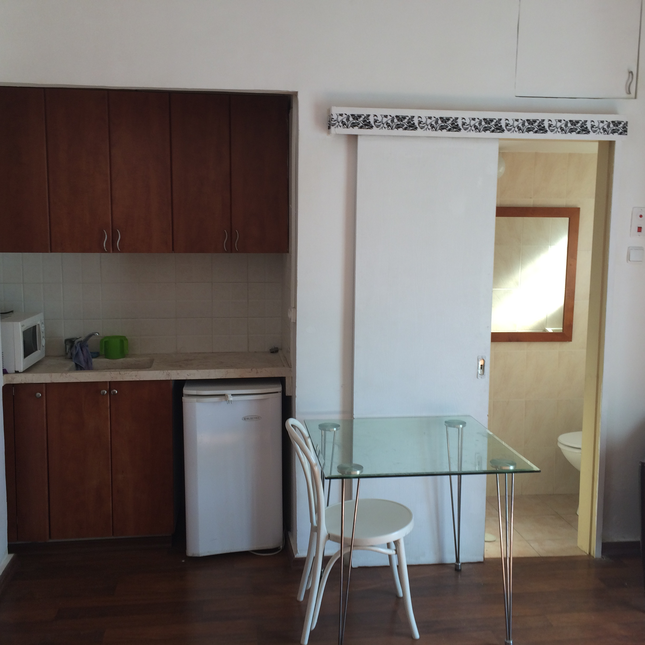 Nice 3 Bedroom House For Rent: Nice Studio With Porch For Rent In Rechavia